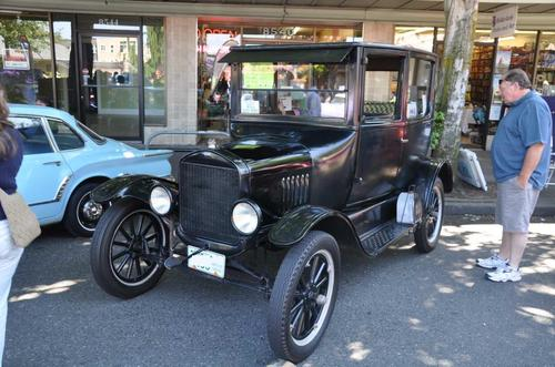 1925 Ford 2-door Sedan