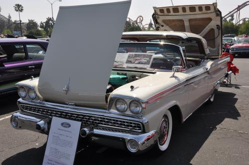 1959 Ford Galaxie Skyliner 332 ci 225 HP